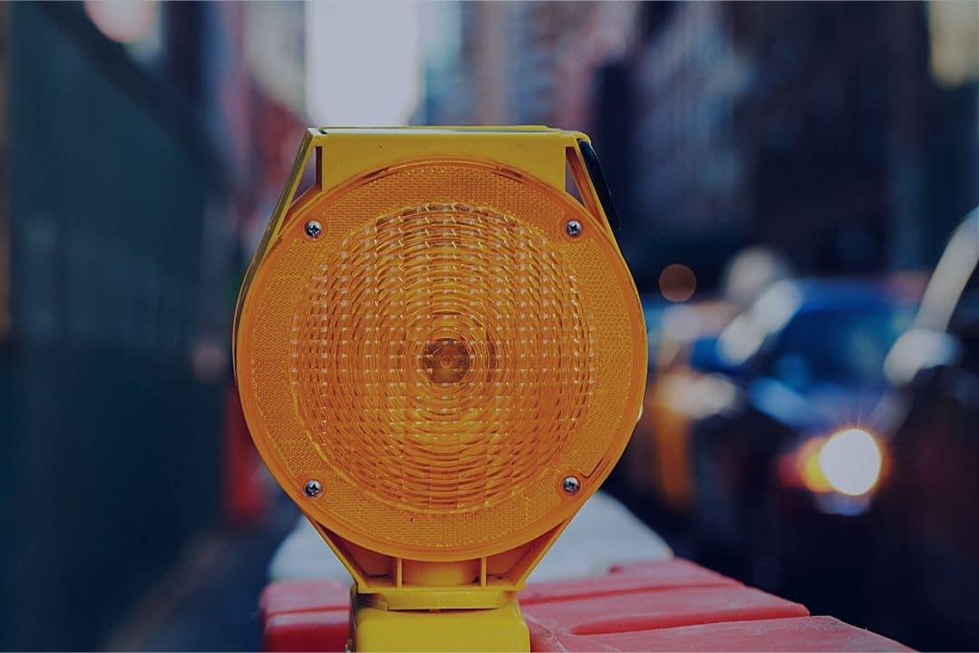 Road block traffic signal